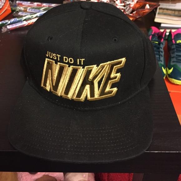 adf907db6 Black and Gold Nike SnapBack