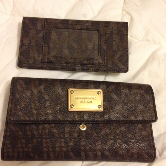 984ba66844a410 Michael Kors Jet Set Checkbook Wallet in Brown. M_564a7fd1bcd4a73aee0049ec