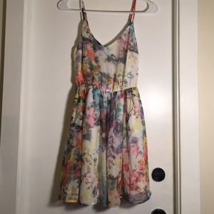 Dresses & Skirts - Cute summery dress