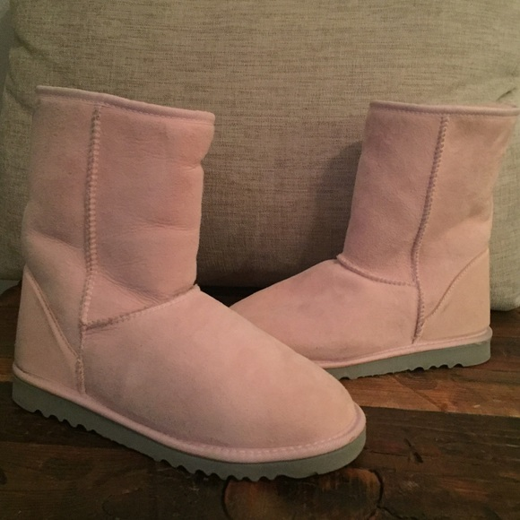 Classic Short Women s Baby Pink Ugg Boots size 8. M 564aa23d44adbae6c8021d5e be07ae1080