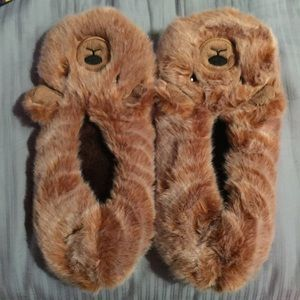 Shoes - NWOT Fuzzy Bear Slippers 9-11