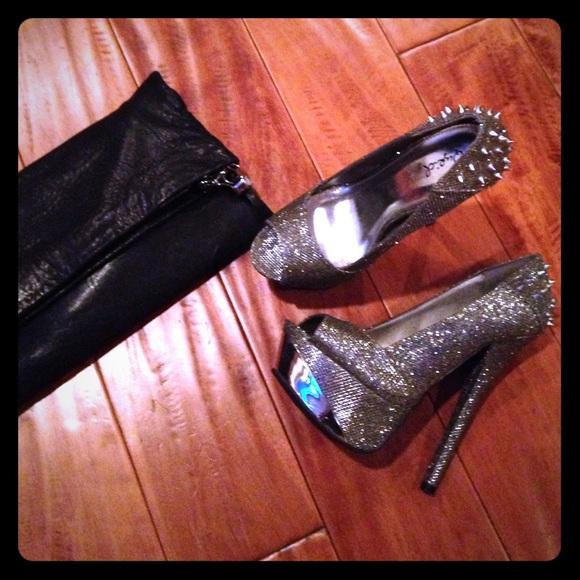 Spiky silver high heels EUC. M_564abae6a88e7d87ec007ba6