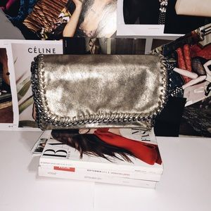 Handbags - ✨Brand New Gold Metallic