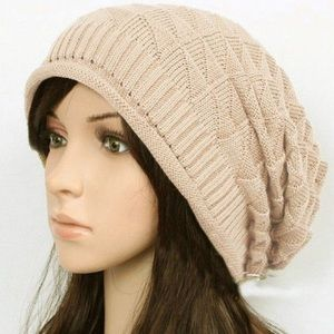 Accessories - Beige knitted slouchy hat