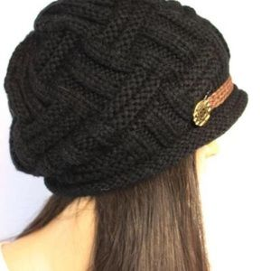 Accessories - Knitted hat in black