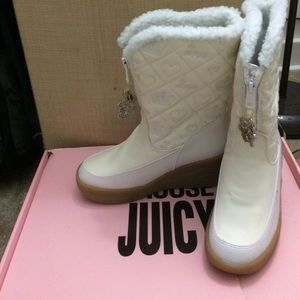 """Juicy Couture """"Choose Juicy"""" Snow Flake Snow Boots"""