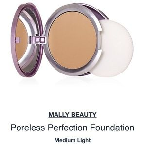 Mally Makeup Poreless Perfection Glowing Foundation