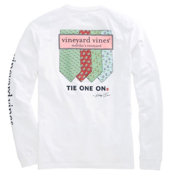 christmas vineyard vines tee