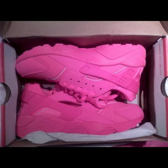 1371b6598a84 All pink nike huaraches
