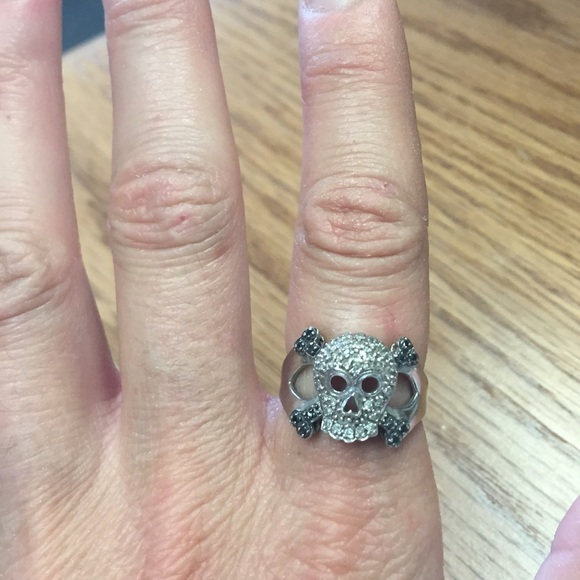 off Zales or Kay Jewelers Jewelry 10K White Gold Skull Ring