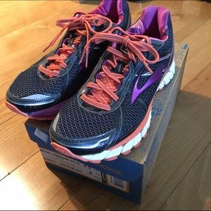Brooks Adrenaline GTS 15 size 8.5 running shoes