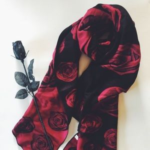 Accessories - Double sided Roses stole/shawl 🌹