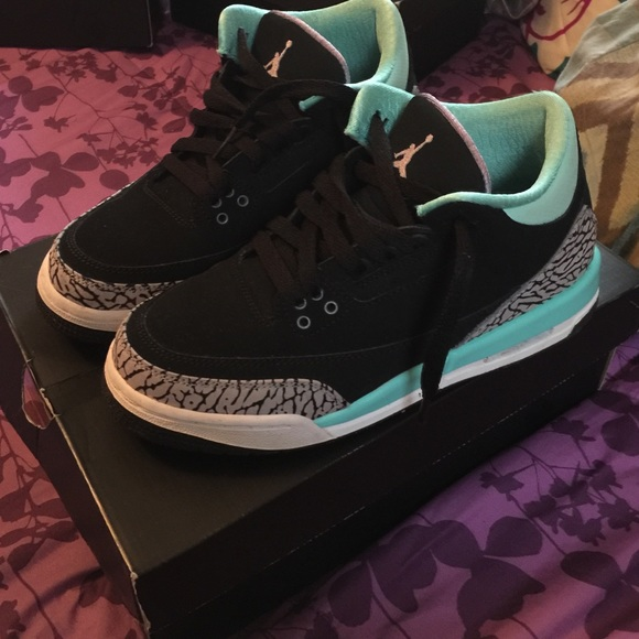 Air Jordan 3 Retro . Size 6 1/2 in boys .