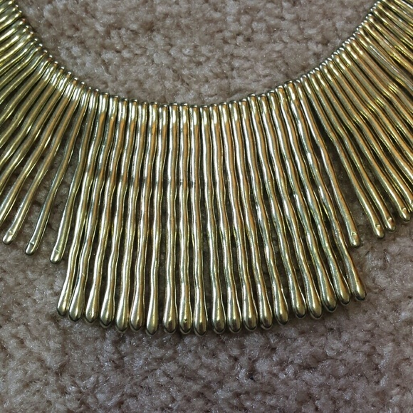 Jewelry - Gold statement necklace