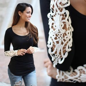 ❤️JUST ARRIVED❤️Black Stylish Laced Sleeves Top💋