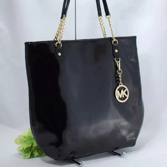 32de9f5e3f23 NWT Michael Kors Black Leather Tote w Charm