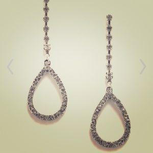 🎉❤️HP❤️🎉 Modcloth A Drop of Dazzle earrings NWOT