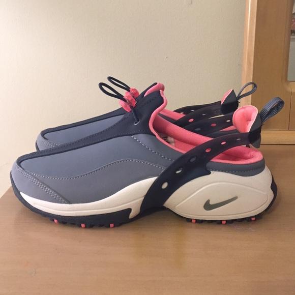 Women's Nike Heel Fit Sneakers