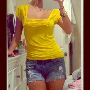 Voice Tops - Cute Yellow top
