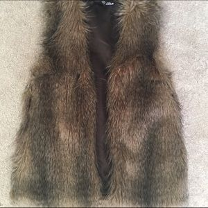 Forever 21 Jackets & Blazers - Gorgeous faux fur brown vest