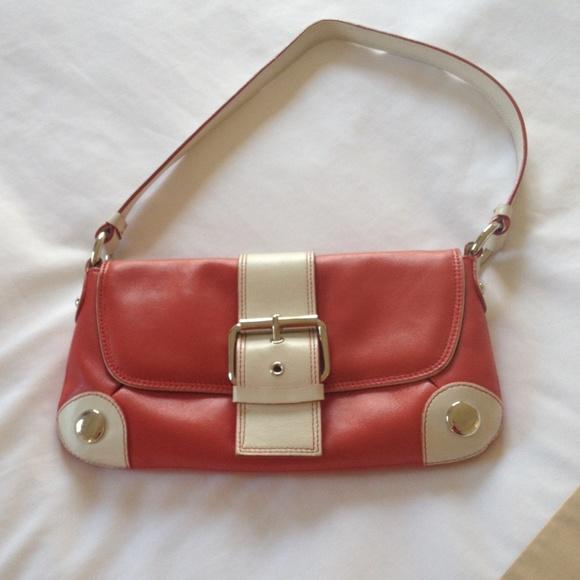 Kenneth Cole Handbags - 💥SALE💥Kenneth Cole shoulder bag
