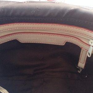 Kenneth Cole Bags - 💥SALE💥Kenneth Cole shoulder bag