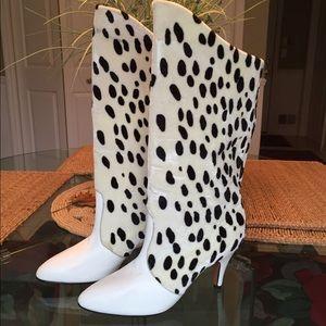 NWOT..🌺HP🌺..Genuine leather boots. Vintage