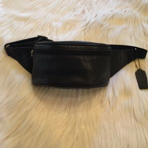 VINTAGE COACH LEATHER FANNY PACK