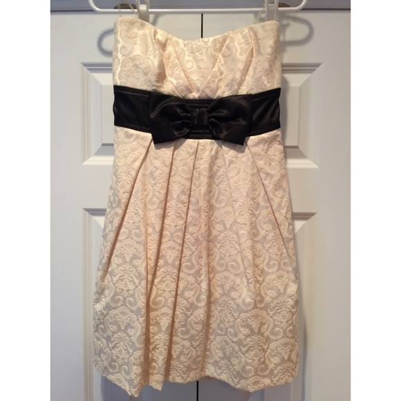 Macy\'s Dresses & Skirts | Speecklers Ivory Cocktail Dress With Black ...