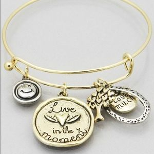 Jewelry - Live in the Moment gold bracelet