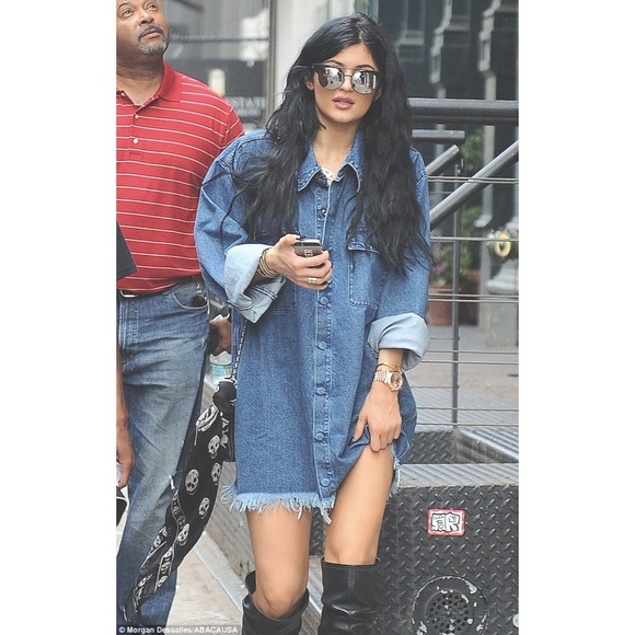 adbefc89a9b Kylie Jenner frayed denim shirt dress jacket