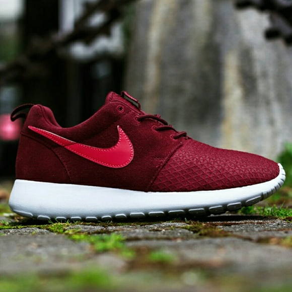 d2bc992be9f80 Women s Nike Roshe Run Winter