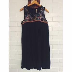 ENTRO Black & Floral Sleeveless Dress