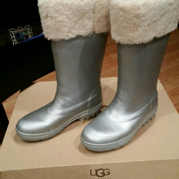 d585e13201c Sold ! Ugg Millcreek silver pearlized wellies