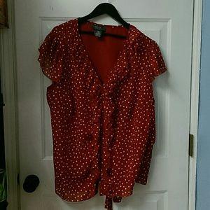 Tops - Plus size women's shirt.