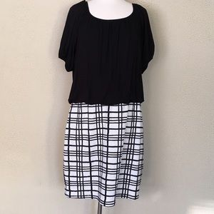 Dresses & Skirts - WINTER SALE ❄️‼️Black and white checkered dress