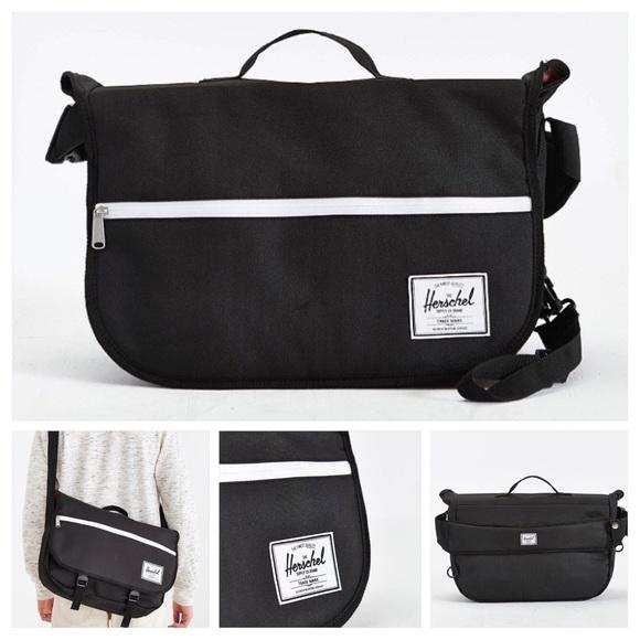 0c23af71ae53 Herschel Supply Company Pop Quiz Messenger Bag