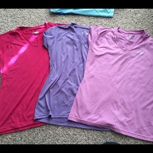 Like New Under Armour Semi-Fitted VNeck Tshirts