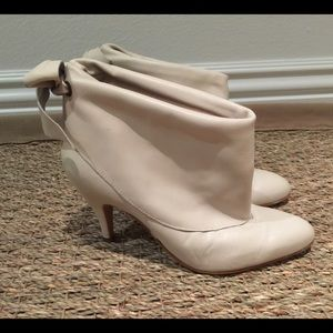 Shoes - Cream leather ankle boots size 7