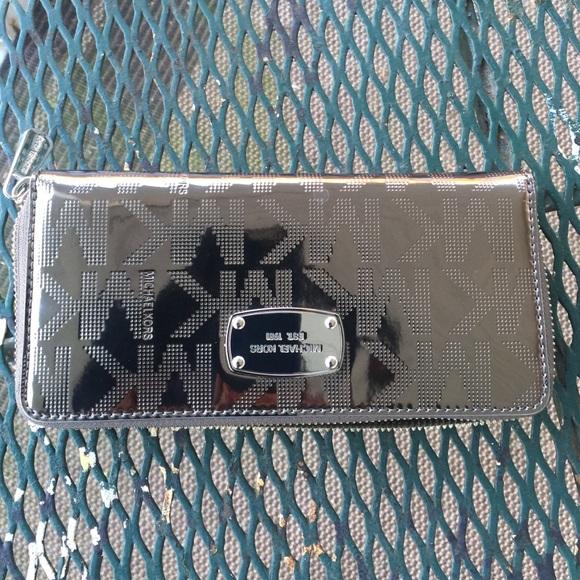 cb4aa41413079e Michael Kors Bags | Mk Silver Wallet | Poshmark