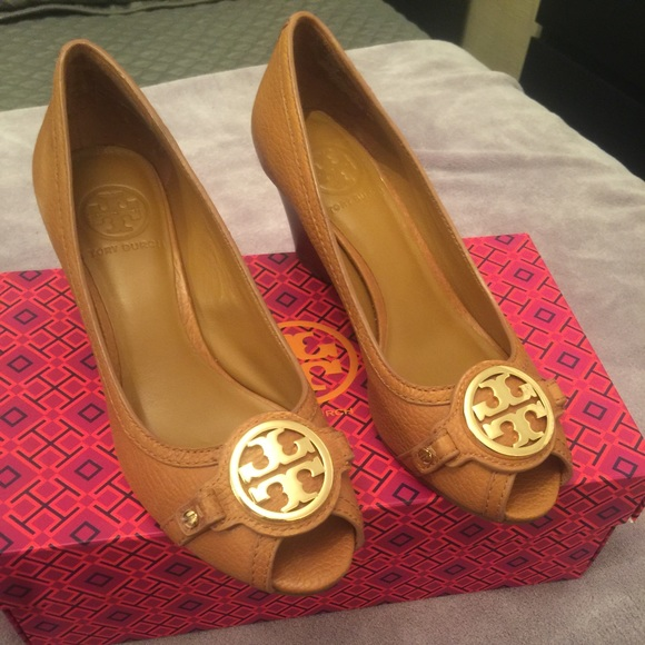 8f522b5eb0 Tory Burch Shoes | Leticia Open Toe Wedge Size 7 Tan W Box | Poshmark
