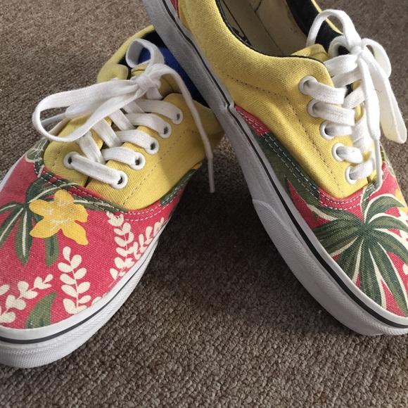 Vans Era Van Doren Hawaiian Red Canvas Skate Shoes.  M 5652435e729a6690fe026a30 47a0068bde47