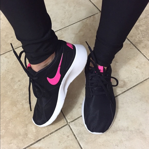 Nike Kaishi black and pink. M 565259d2feba1fd053027e28 4e71efa5f395