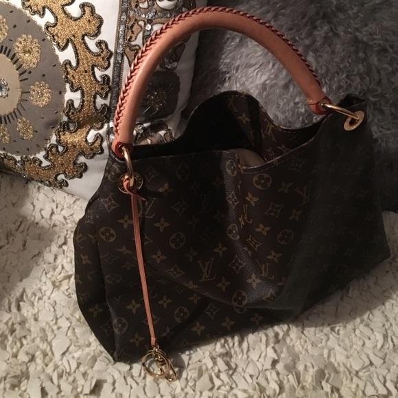 f558429d2d2 Louis Vuitton Handbags - Authentic Louis Vuitton Artsy MM purse