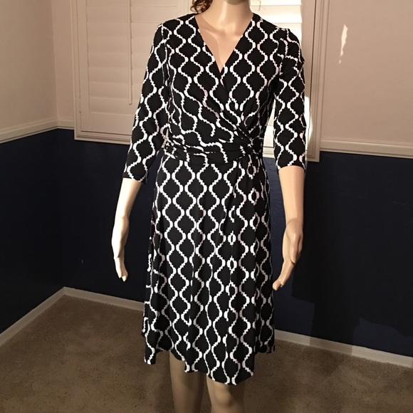 ee4fb3a0ff93 WHBM Geo Print Wrap Dress. M 5652718b13302a2cb8028f78