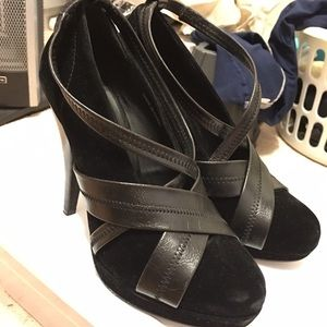 Forever 21 size 7 black suede booties