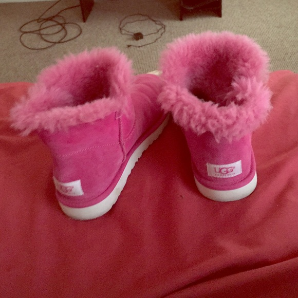 Lowtop pink uggs! newest condition