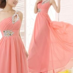 Dresses & Skirts - Gorgeous coral formal gown!