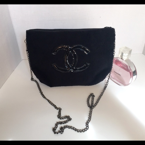 f0fe4f553cb8 CHANEL VIP GIFT EXCLUSIVE SHOULDER BAG