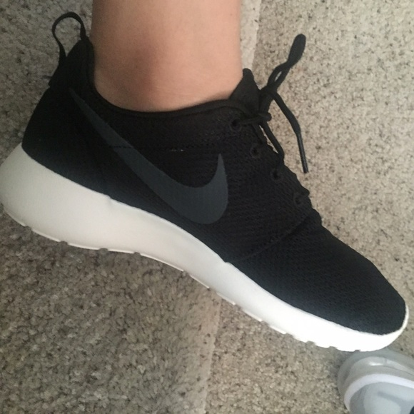 nike roshe run size 6y is what size